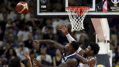 Basketbolda finalistler belli oluyor