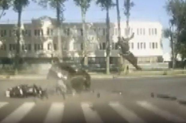 Rusya'daki feci kaza araç kamerasına yansıdı