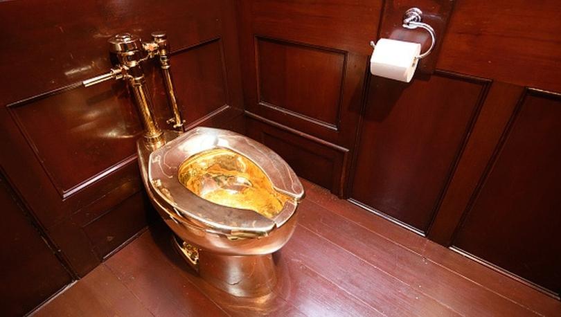 Blenheim Sarayı'nda soygun: Cattelan'ın 6 milyon dolarlık altın klozeti çalındı