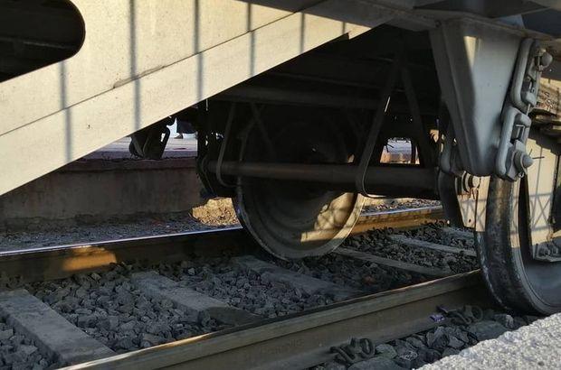Mersin'de yük treninin vagonları raydan çıktı