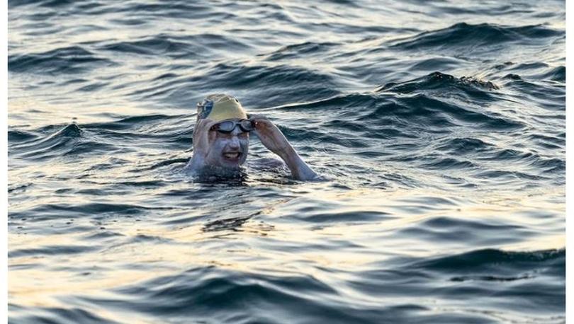 Sarah Thomas: 54 saat yüzdü, Manş'ı 4 kez üst üste hiç durmadan geçen ilk yüzücü oldu