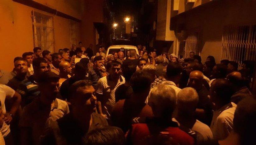 Taciz iddiası mahalleyi karıştırdı, polis biber gazıyla müdahale etti