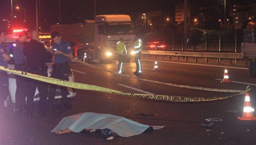 TEM'de yolun karşısına geçmeye çalışan kadına otomobil çarptı: 1 ölü