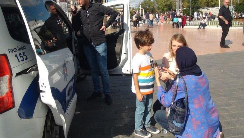 İstiklal Caddesinde kaybolan çocuğa turist kadın sahip çıktı