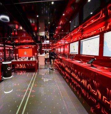 Vodafone, İTÜ Vodafone Future Lab'de geliştirdiği dijital teknoloji çözümlerini Türkiye geneline tanıtmak için 12 şehri gezecek. Türkiye turuna 30 Eylül'de Adana'dan başlayacak olan Vodafone Dijitalleşme Tırı, gittiği illerden toplayacağı elektronik atıklarla bir kodlama sınıfı da oluşturulacak.