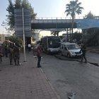 ADANA'DA POLİS SERVİS ARACINA BOMBALI SALDIRI!
