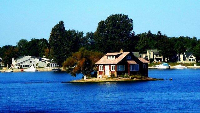 Dünyanın en küçük adası! Adada sadece ev ve ağaç bulunuyor
