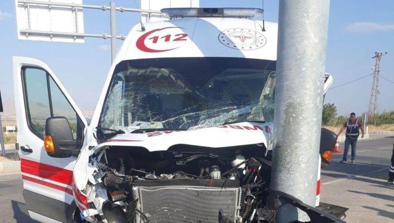 Malatya'da ambulansla otomobil çarpıştı: 1 yaralı