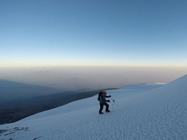 Ağrı Dağı'nın zirvesinde kar, eteğinde sonbahar var