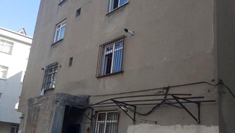 Bağcılar'da depremde hasar alan bina boşaltıldı