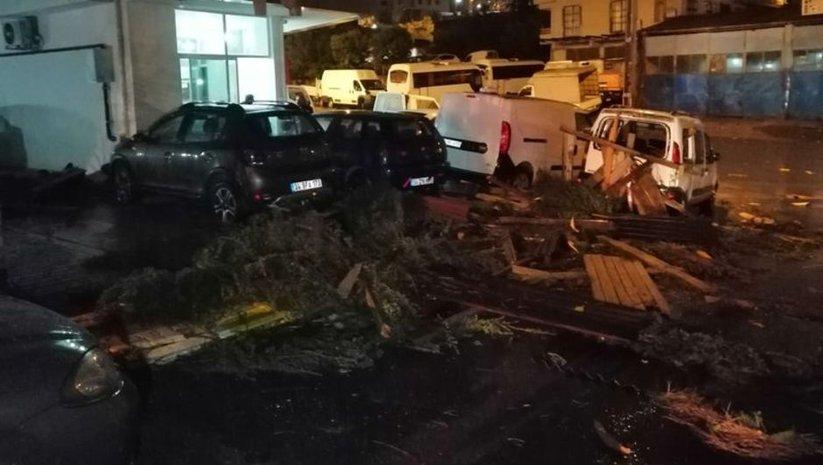 İstanbul'da şiddetli rüzgar çatıyı uçurdu!