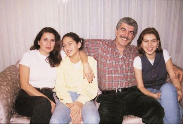 Bergüzar Korel'in kardeşi Zeynep Korel, temizlikçilik yapıyor! Zeynep Korel kimdir, kaç yaşında? - Magazin haberleri
