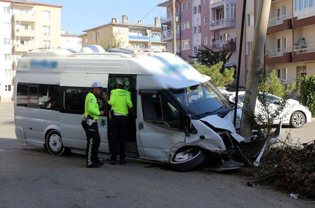 Sivas'ta öğrenci servisi kaza yaptı!