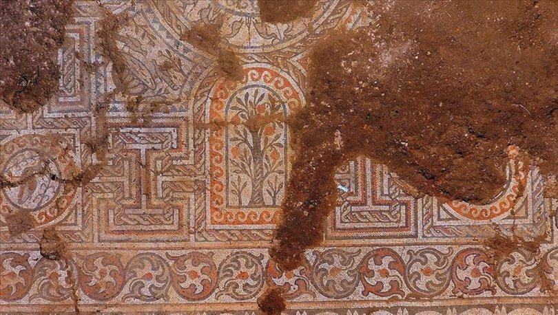 Kaçak kazıda bulunan mozaik
