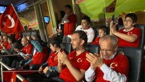 Milli maç heyecanını canlı sesli betimlemeyle yaşadılar
