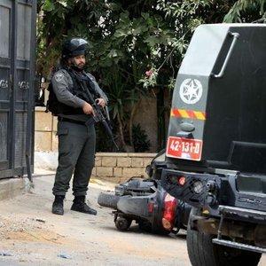 İsrail askerlerinden Batı Şeria'da baskın