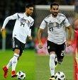 Almanya Milli Takımı forması giyen Türk asıllı futbolcular İlkay Gündoğan ve Emre Can