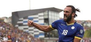 Vedat attı, Kosova kazandı