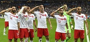 UEFA'dan asker selamına soruşturma!