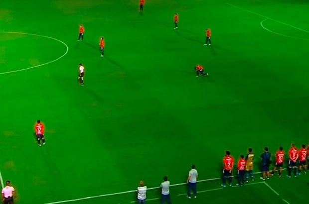 Böyle protesto görülmedi! Kıpırdamadılar, 2 gol yediler! - Haberler
