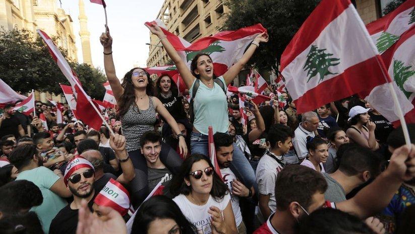 Lübnan'da hükümet geri adım attı