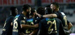 10 kişi Konyaspor, Y. Malatya'ya direnemedi
