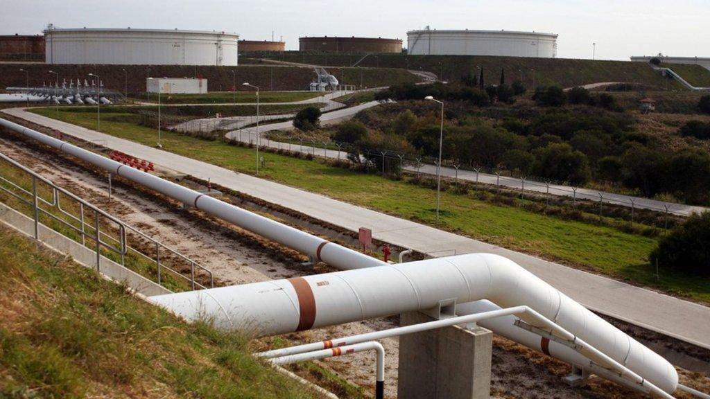 Ceyhan'da petrole savunma duvarı