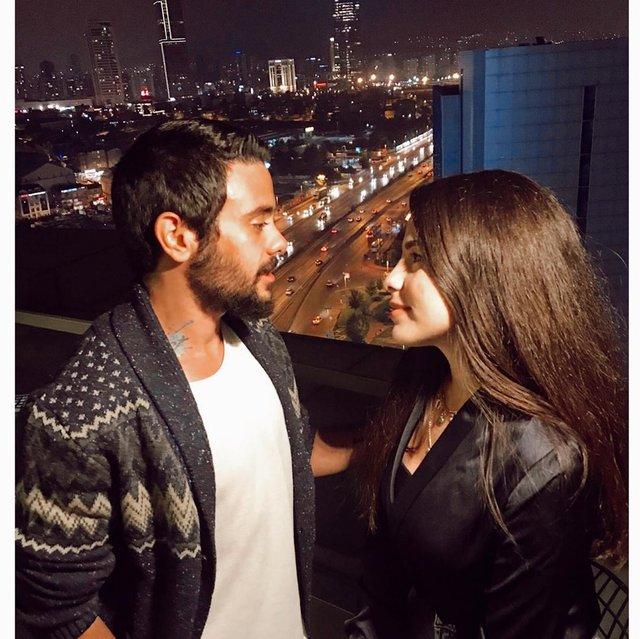 Rüzgar Erkoçlar ile eşi Tuğba Erkoçlar'dan romantik poz - Magazin haberleri