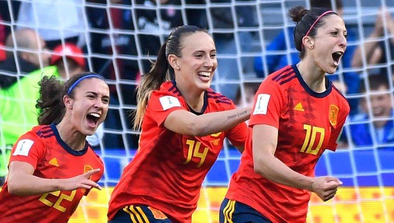 İspanyol kadın futbolcular greve gitti