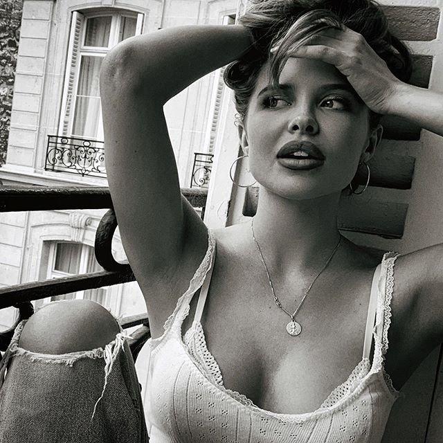 Mara Teigen'in Angelina Jolie ile benzerliğiyle şaşkına çeviriyor