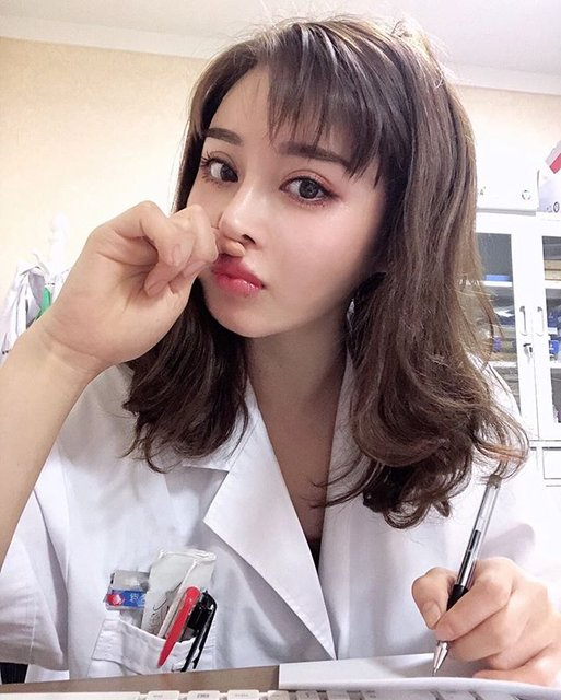 Vücut geliştiricisi doktor Yuan Herong fiziğiyle şaşırtıyor
