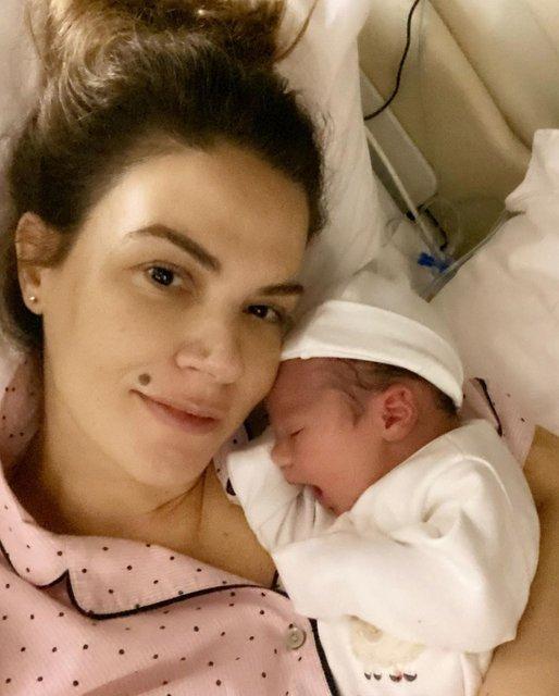Tülin Şahin anne oldu! Tülin Şahin'den kızı Siena Leyla ile ilk poz - Magazin haberleri