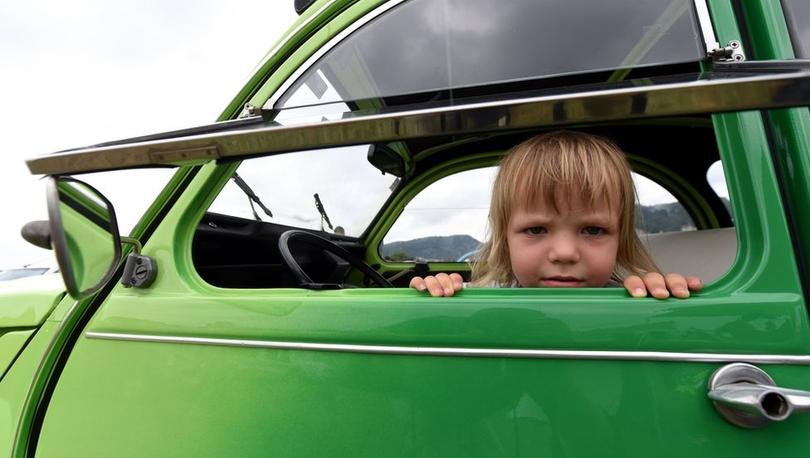 İtalya'da bebeklerin arabada unutulmasını önlemek için alarm zorunluluğu