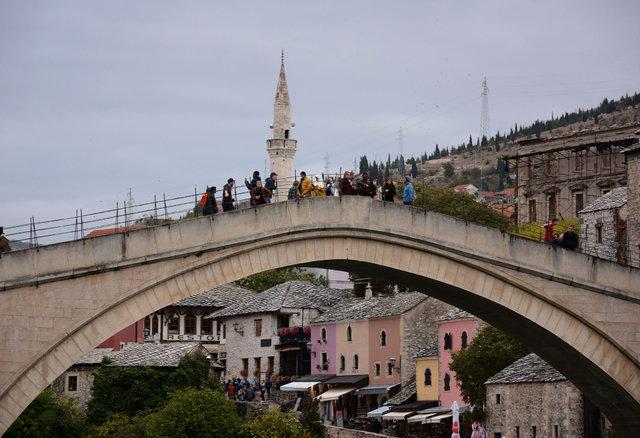 Mostar Köprüsü medeniyetleri birleştirmeye devam ediyor