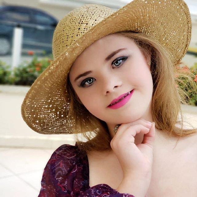 Down sendromlu model Georgia Traebert azmiyle takdir topluyor