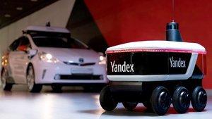 Otonom teslimat robotu işbaşında