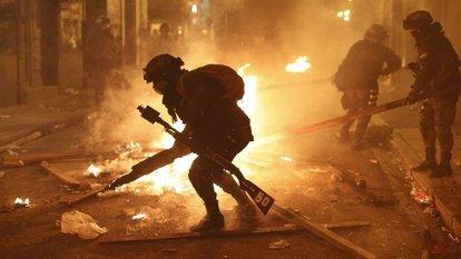bolivya polisi göstericilerin safına katıldı