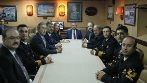 Cumhurbaşkanı Yardımcısı Oktay ve bakanlardan TCG YAVUZ'a 10 Kasım ziyareti