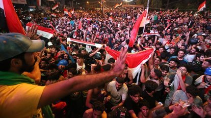 Iraklılar bu kez İran'ı yeşil sahada yendikleri için sokaklara döküldü