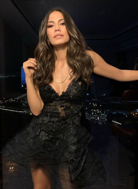 Demet Özdemir, siyah transparan elbisesiyle göz kamaştırdı - Magazin haberleri