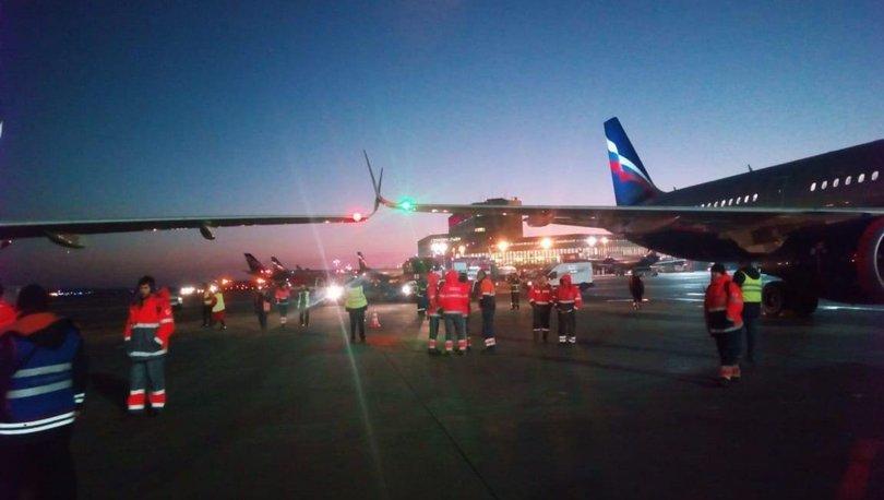 Rusya'da uçakların kanatları birbirine takıldı