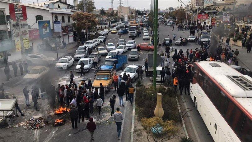İran'da göstericiler başkent Tahran'da giriş-çıkış yollarını kapattı
