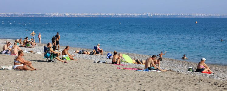 Antalya'da sahiller hala dolu!