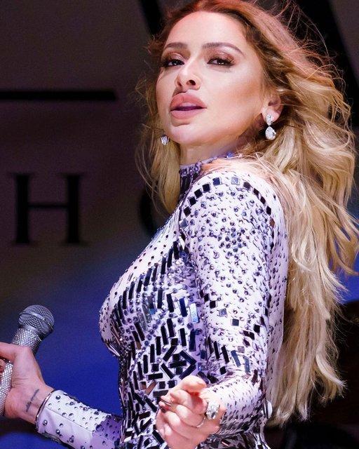 Hadise'den sahne pozları: Prensesler gibiydim ben - Magazin haberleri