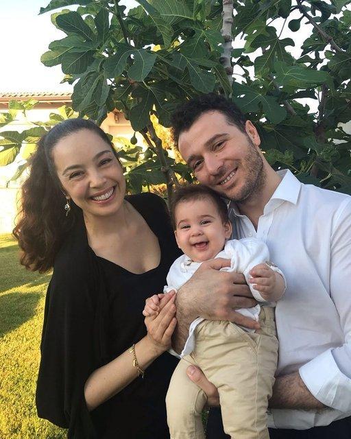 Azra Akın-Atakan Koru çiftinin oğulları Demir 1 yaşında - Magazin haberleri