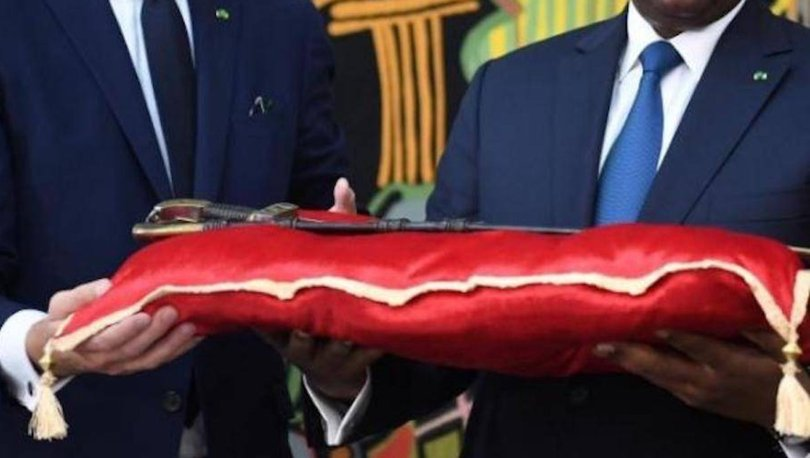 FransaSenegal'e ait tarihi kılıcı iade etti