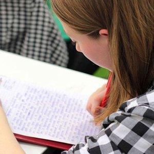 Devlet üniversitesinde okuyan öğrenciler daha mutlu