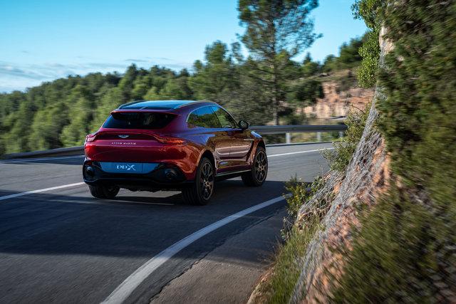 Aston Martin DBX'in üzerindeki örtü kalktı