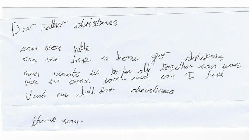 Noel Baba'dan ev ve oyuncak bebek isteyen 7 yaşındaki evsiz kız çocuğu iki dileğine de kavuşuyor