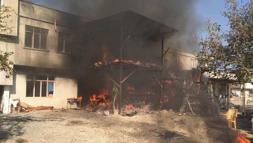 Mersin'de köy evinde yangın çıktı